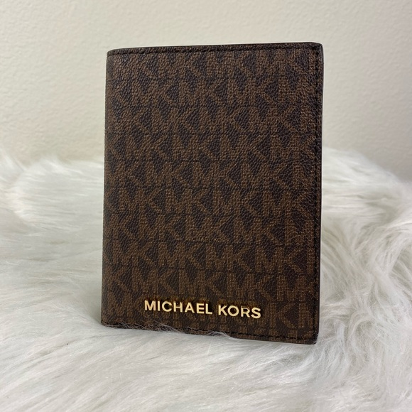 Michael Kors Handbags - MICHAEL KORS JET SET TRAVEL PASSPORT CASE WALLET